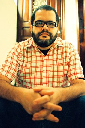 O cantor e compositor paulista Romulo Fróes assume comando, fala, conta história e seleciona músicas no Radioca